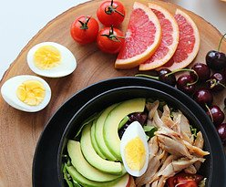 healthy combination: eggs with vegetables without refined carbs